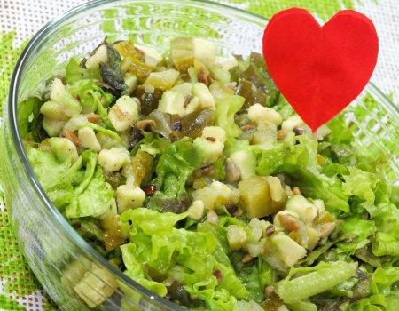 Zielona sałata z awokado i słonecznikiem