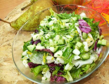 Zielona sałata z gruszką