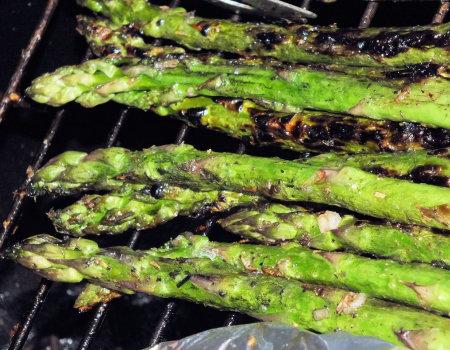 Zielone szparagi z grilla