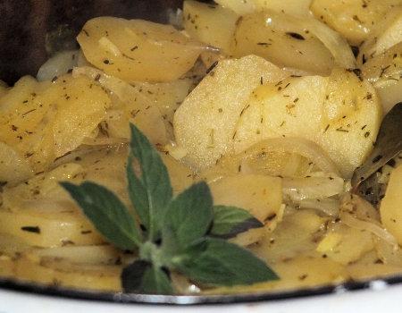 Ziemniaki pieczone z zielonym ogórkiem