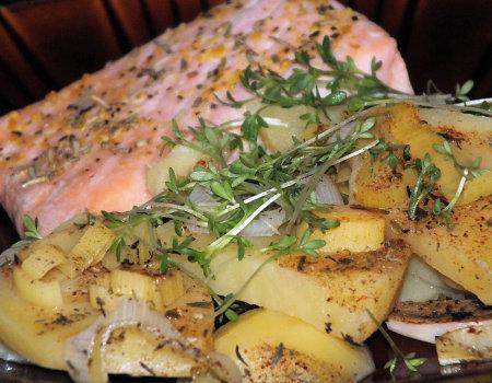 Ziemniaki z łososiem - lekki obiad z parowaru