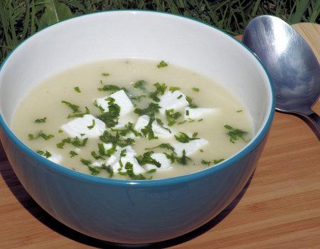 Zupa krem ze świeżych ogórków i do tego ser Feta