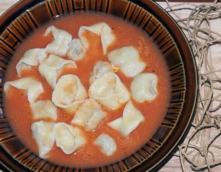 Zupa pomidorowa z uszkami z mięsem