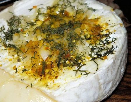Błyskawiczny i aromatyczny camembert z grilla