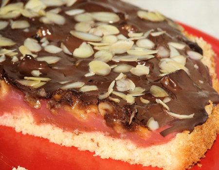 Ciasto z kisielem i bananami w czekoladowej polewie