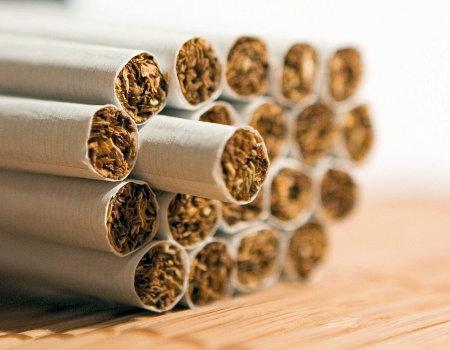 Co usunie ślad nikotyny z rąk?