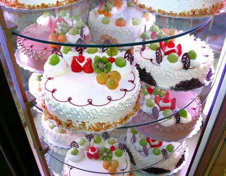 Czym można udekorować tort?