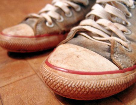 Czym wyczyścić trampki i inne obuwie sportowe?