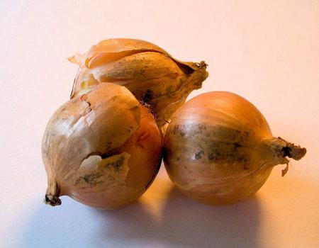 Jak przyspieszyć smażenie cebuli?