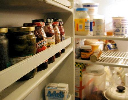 Jak usunąć nieprzyjemny zapach z lodówki?
