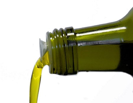 Jak usunąć plamę z oleju?