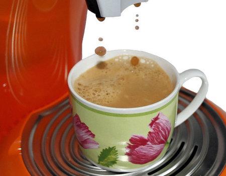Jak usunąć plamy z kawy na dywanie?
