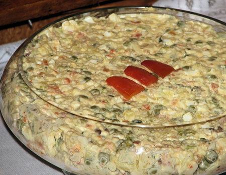 Jarzynowa sałatka z mielonymi kotletami