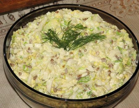 Pekińska sałatka z serem Feta i prażonym słonecznikiem