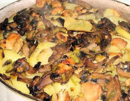 Pieczone ziemniaki z kurczakiem i pieczarkami