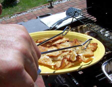 Rybę przed grillowaniem warto...
