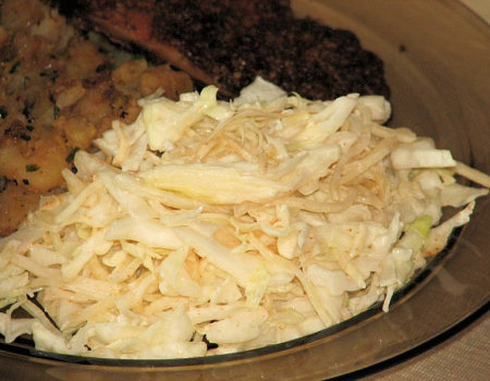 Surówka z białej kapusty i selera