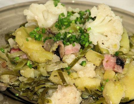 Zapiekanka ziemniaczana z kalafiorem i pieczarkami