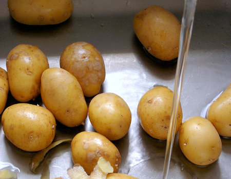 Ziemniaki przeznaczone na sałatkę powinny...