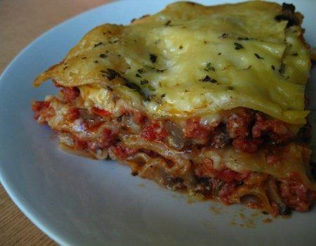Lasagne z mięsem mielonym i pieczarkami
