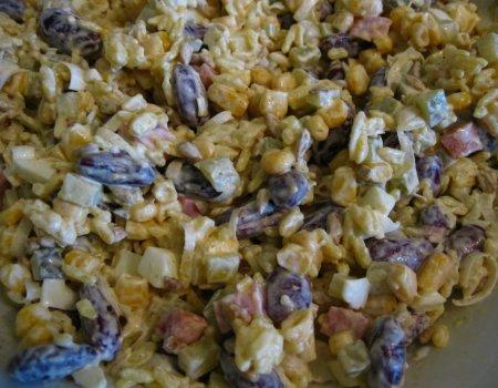 Sałatka ryżowa z kabanosami
