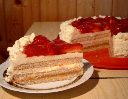 Tort cytrynowy z truskawkami
