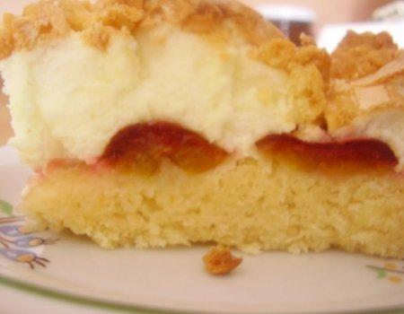 Ciasto ze śliwkami z bezową pianką