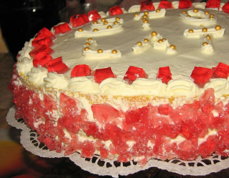 Prosty i smaczny tort śmietankowy