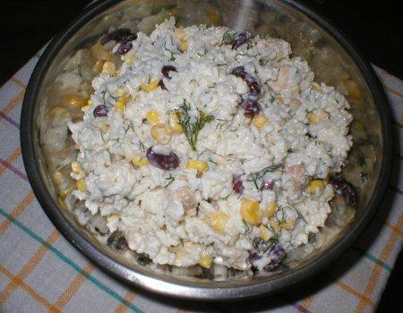 Sałatka ryżowa z kurczakiem i koperkiem