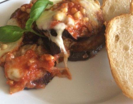 Zapiekane bakłażany w sosie pomidorowym z mozzarellą