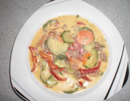 Warzywa na patelni z mięsem mielonym
