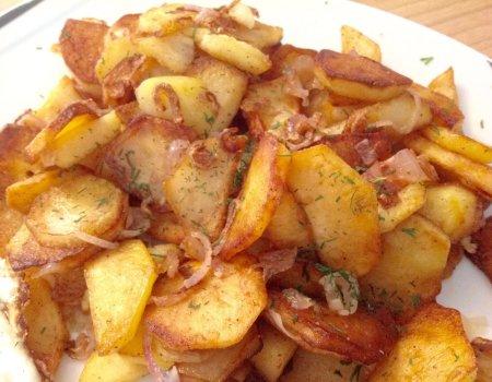Smażone ziemniaki z patelni