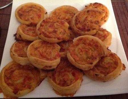 Ślimaczki-pizzetki z ciasta francuskiego