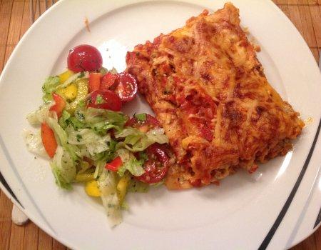 Cannelloni z mięsem i serkiem naturalnym w pomidorowym sosie