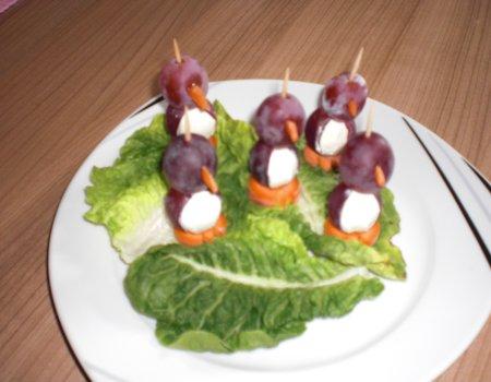 Koreczki pingwinki na bufetowy stół