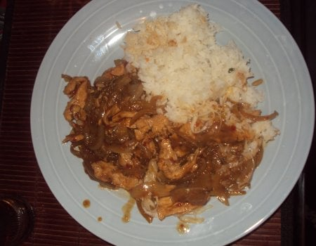 Kurczak z ryżem i cebulą