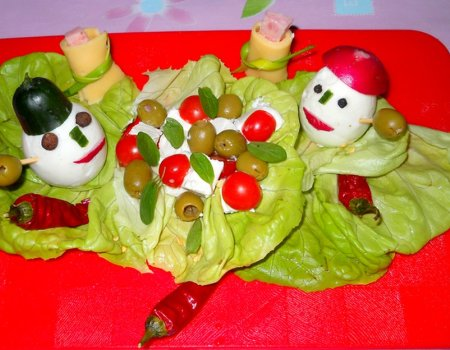 Kanapka Pan i Pani na śniadaniowej uczcie w wesołe jajca odziani wersja 1