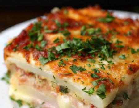 (Prywatny) Zapiekanka warstwowa z szynką i serem i ziemniaków