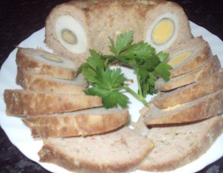 Babkowy klopski wielkanocny mięsny z jajeczkiem