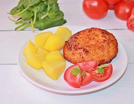 Pierś zapiekana ze szpinakiem, salami i serem