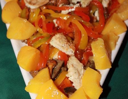 Sałatka z kurczakiem i smażonymi kurkami