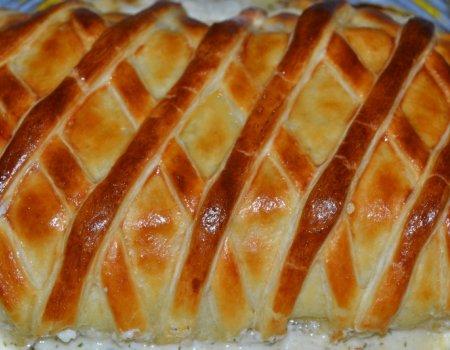 Łosoś owinięty francuskim ciastem z aromatycznym nadzieniem mascarpone