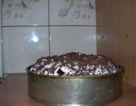 Tort Wiśniowy z Bitą Śmietaną