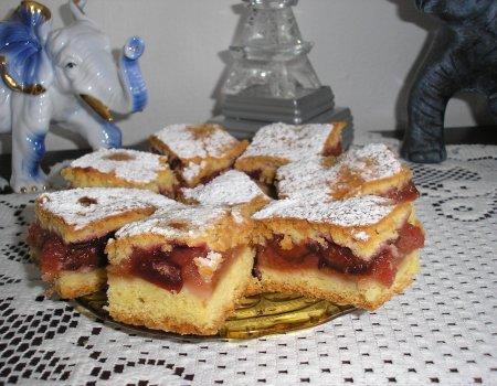 Kruche ciasto jabłkowo-śliwkowe