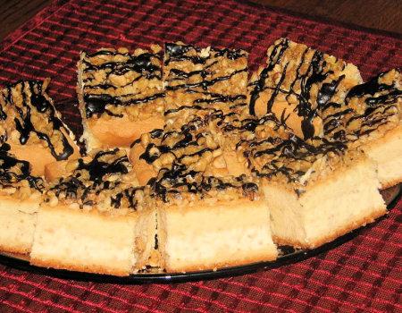 Ciasto biszkoptowo-orzechowe z budyniowym kremem
