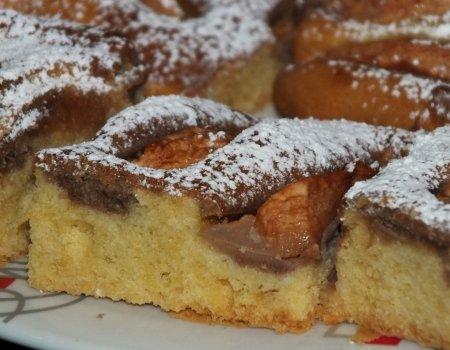 Czarno-białe ciasto z jabłuszkami