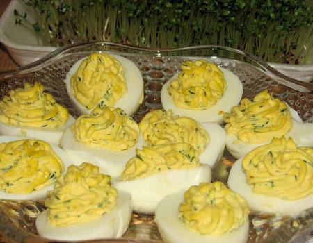 Jajka z chrzanowo-koperkowym farszem