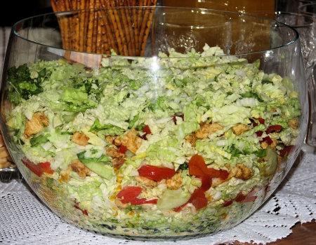 Pyszna sałatka na grillowe biesiadowanie