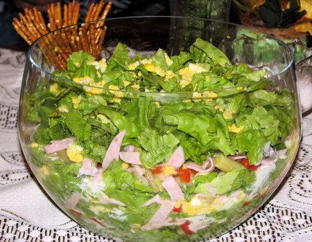 Sałatka warstwowa z fasolką szparagową i zieloną sałatą