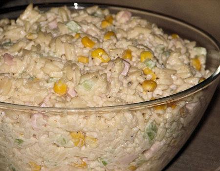 Sałatka wiosenna z makaronem ryżowym